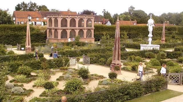 Kenilworth, Elizabethan Garden & Aviary