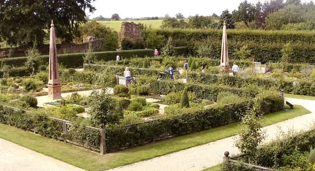 Kenilworth, Elizabethan Garden (L)