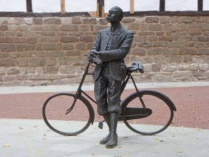 Elgar Bicycle Statue, Oliver Dixon, Hereford