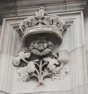 Buckingham_Palace_December_2012_10