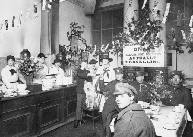 Euston Station, free buffet, xmas 1917